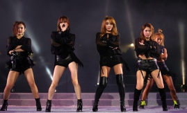 """The 2013 World Rowing Championships The opening ceremony. K-POP group Brown Eyed Girls performs to celebrate the 2013 World Rowing Championship. Tangeum Lake in Chungju, Chungcheongbuk-do 2013.08.24. – 08.25. Related Korea.net Article -English- World Rowing Championships kicks off in Chungju http://www.korea.net/NewsFocus/Sports/view?articleId=111745 -中文- 2013忠州世界赛艇锦标赛开幕 http://chinese.korea.net/NewsFocus/Sports/view?articleId=111726 - tiếng Việt- Giải Vô địch Đua thuyền Thế giới khai mạc tại Chungju http://vietnamese.korea.net/NewsFocus/Sports/view?articleId=111727 - Deutsch- Ruder-Weltmeisterschaften in Chungju haben begonnen http://german.korea.net/NewsFocus/Sports/view?articleId=111754 Ministry of Culture, Sports and Tourism Korean Culture and Information Service Korea.net(www.korea.net) JEON HAN ------------------------------------ 2013 충주세계조정선수권대회 개막식 브라운아이드걸스가 2013 충주세계조정선수권대회 개막 축하 공연을 펼치고 있다. 충주 탄금호 국제조정경기장 -코리아넷 기사- 2013 충주세계조정선수권대회, """"Rowing(로잉) 시작됐다"""" http://www.kocis.go.kr/koreanet/view.do?seq=1949&page=1&pageSize=10&totalCount=0&searchType=null&searchText= 문화체육관광부 해외문화홍보원 코리아넷 전한"""